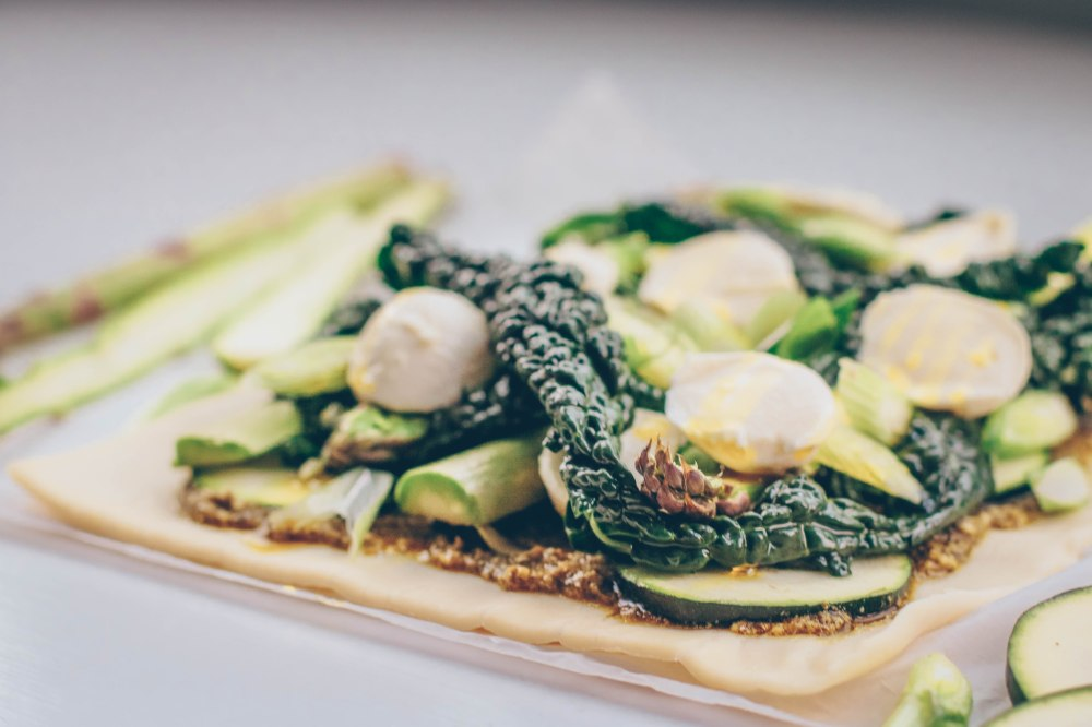 Pesto, greens and mozzarella tart-3